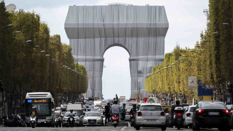 Christo's dream gets real: The Arc de Triomphe is finally wrapped up